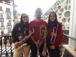 Música contra el coronavirus en los balcones de Medina y Villarcayo