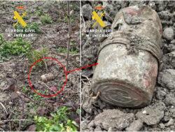 La Guardia Civil destruye una granada de mano hallada en una huerta