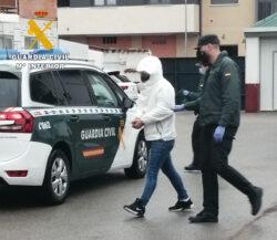 La Guardia Civil detiene a dos jóvenes por tráfico de drogas y tenencia ilícita de armas