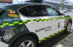 La Guardia Civil investiga a un conductor por falsedad documental en el uso de la pegatina de ITV