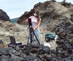 La joven investigadora villarcayesa, Jennifer Huidobro Martín, en busca de vida en la superficie de Marte