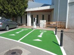 Iberdrola instala dos puntos de recarga para vehículos eléctricos en Villarcayo, uno al lado del Ayuntamiento y otro al lado de la iglesia